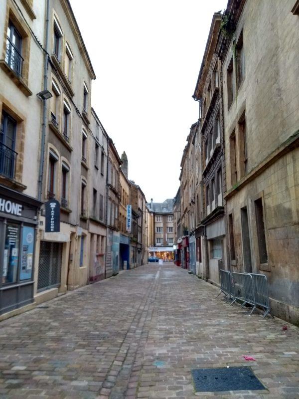 rue Au Beurre en partie rénovée - Sedan
